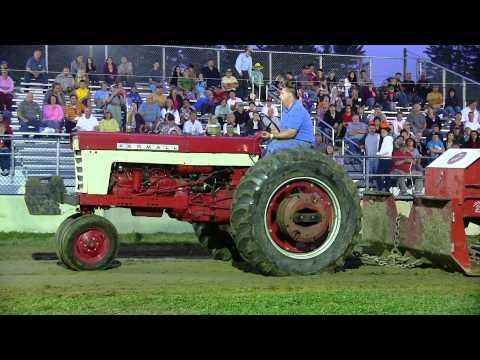 Farmall 560 Antique Tractor Pull Deerfield Fair 2011