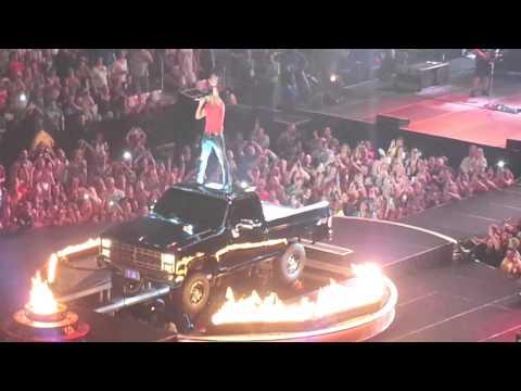 That's My Kind Of Night - Luke Bryan 9/11/14 Manchester, NH