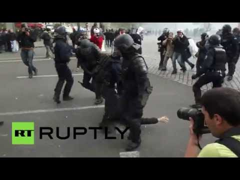 Tear gas in Paris as hundreds protest labor reforms