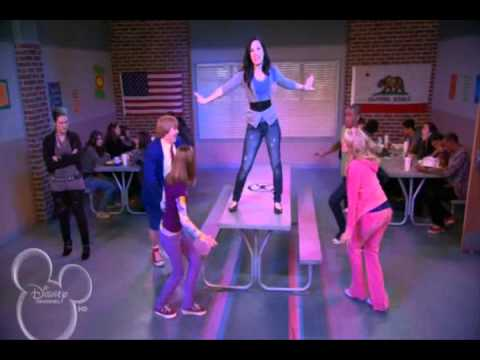 Sunny entre estrellas - High School Miserable Music Videos