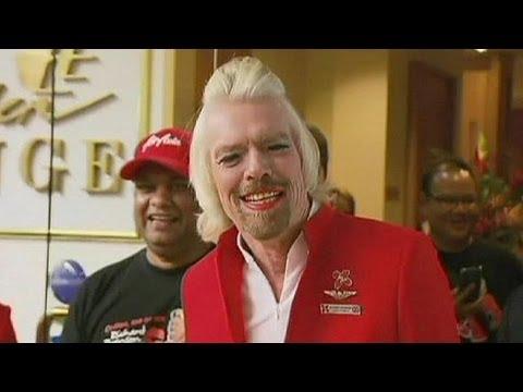 Perde scommessa, boss Virgin diventa hostess per un giorno