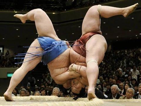 Броски в сумо. Огромные мужики летают, как пушинки.