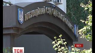 В Одесі з даху дев'ятиповерхової будівлі Апеляційного суду впав чоловік - (видео)