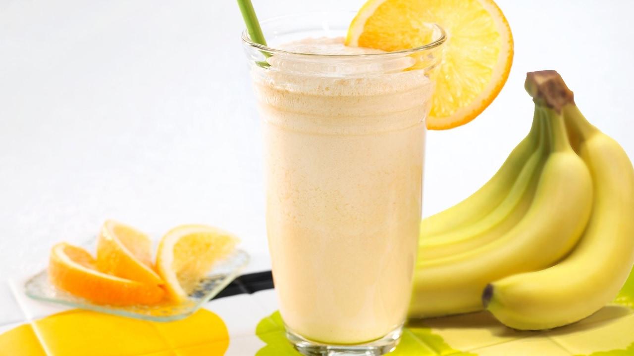 Как сделать коктейль из банана и молока с мороженым