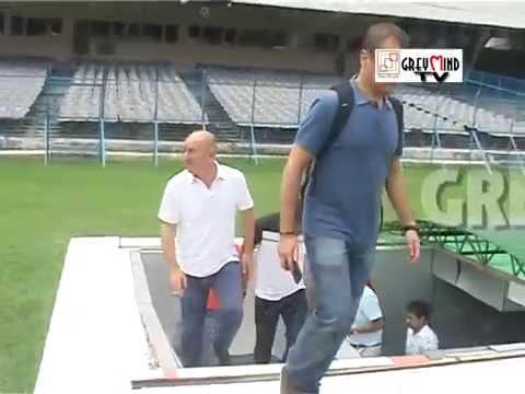 Atletico De Kolkata coach visits the gigantic Salt Lake Stadium!