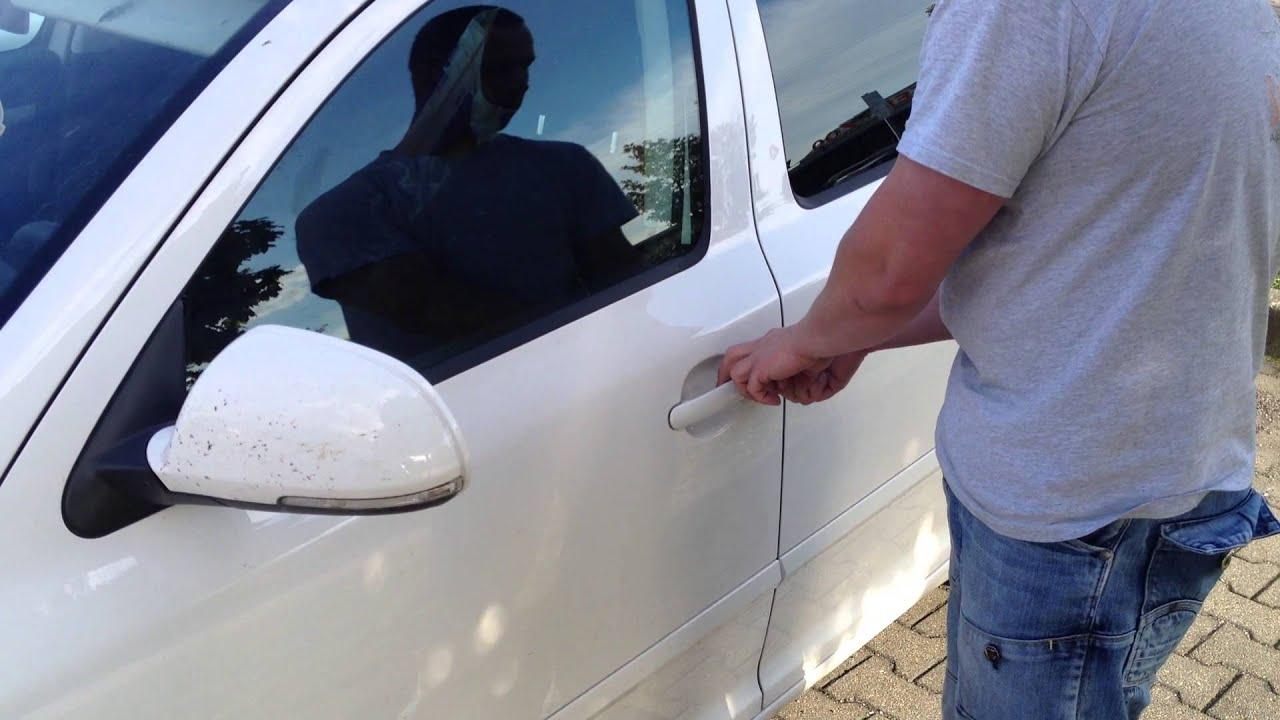 Autoschl ssel liegt im kofferraum autoschl ssel im auto for Schlussel im auto vergessen