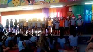 Crianças 3° ano cantam happy day na escola sylvio sniecikovsk