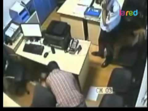 Abuso policial sobre mujer esposada