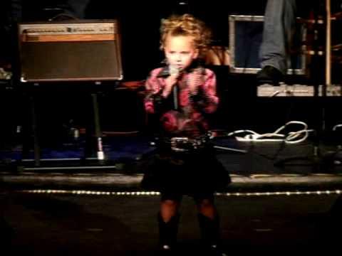 Kaysa Carpenter  performing - Rocky Top