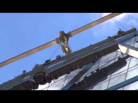 Scaffold workers rescued near top of NY skyscraper