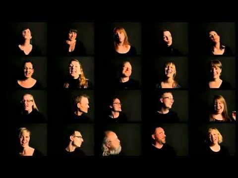 Grupo Local Vocal cantando a capela músicas que fizeram sucesso na década de 90