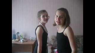 Две девочки поют. Лера-Лера-Волчица