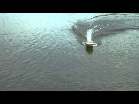 Catching fish with rc boat youtube for Fish catching rc boat
