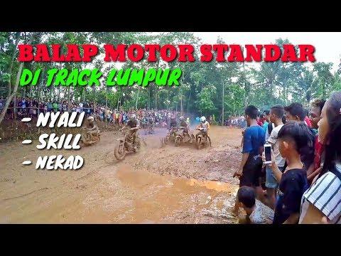 Balapan motor standar di track lumpur
