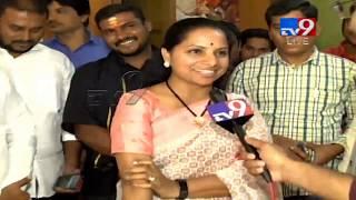 MP Kavitha LIVE || Celebrations at TRS Bhavan  || Telangana Election Results 2018 - Telugu