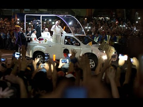 Mania as Pope Francis arrives in Philippines