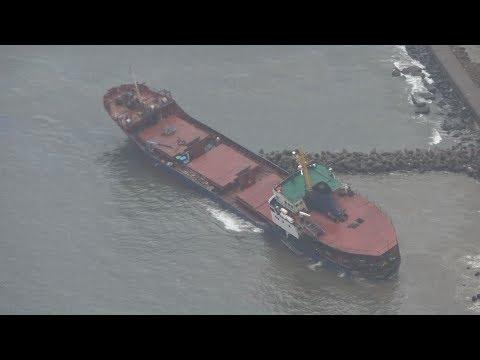 �風�貨物船��れ浸水 消波ブロック����富山