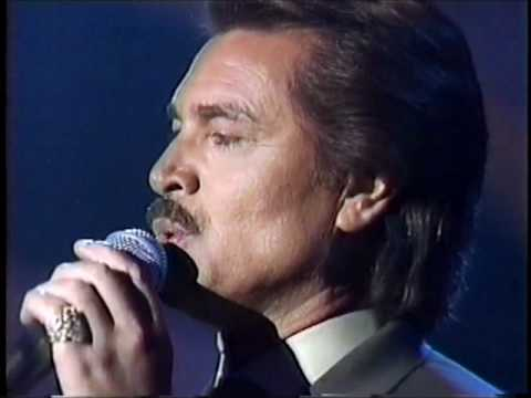 Engelbert Humperdinck - Wrap Your Arms Around Me