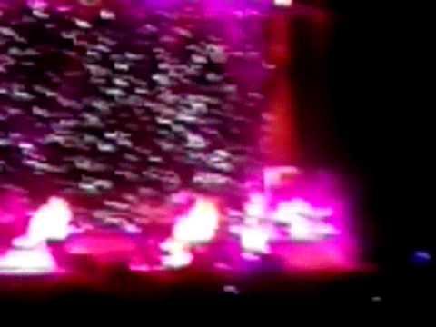 Toni Braxton - Toni Braxton asking Please don't leave.. before rapping a B.I.G. cover