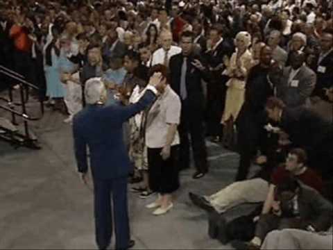 Benny Hinn - Anointing Falling on Kansas (2)