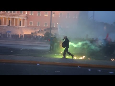 Greece: Riots erupt in Athens following a Riot Police attack on thousands of protesters (8/5/2016)