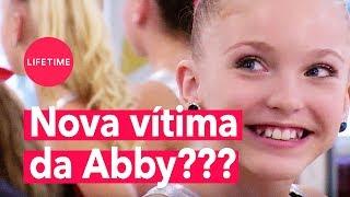 Abby Lee Miller traz nova dançarina pra causar inveja! | DANCE MOMS | LIFETIME