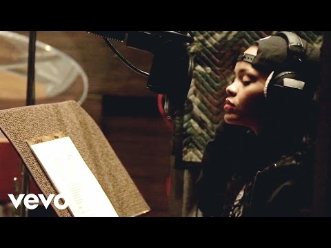 download lagu Rihanna - Bitch Better Have My Money In Studio Behind The Scenes Explicit gratis
