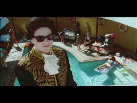 Vampire Weekend - 'Holiday' (official video)