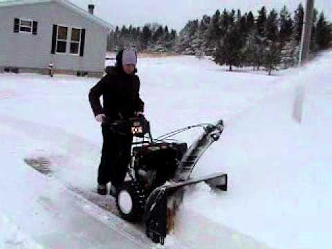 Craftsman Professional 30''  Snow Thrower.wmv