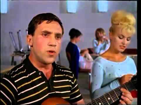 «Песня о старом доме на Новом Арбате» из фильма «Саша–Сашенька», 1966 год, поёт неизвестный артист