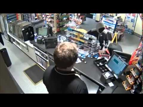 Frighting CCTV shows armed men rob Gold Coast service station Populer News