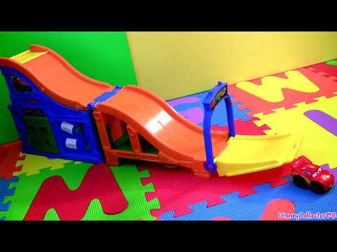 Wheelies Cars 2 Racing Rivalry Race Track Lightning McQueen & Francesco Bernoulli Disney cars-toys