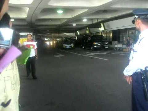 [FANCAM] 2ne1 in the Philippines (NAIA - Airport)