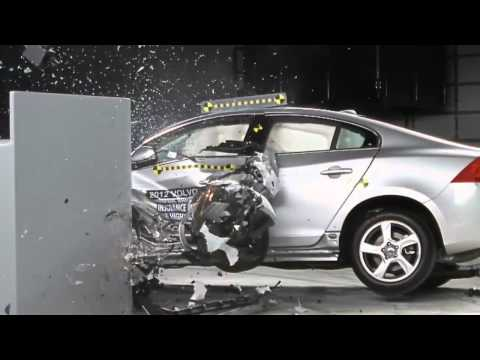CRASH TEST IIHS: 2012 Volvo S60 Small Overlap Test (Overall evaluation: Good)