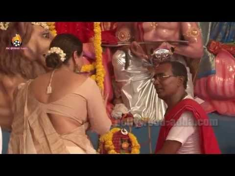 Vidya Balan Celebrates Durga Puja With Family