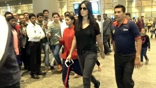 Katrina Kaif SPOTTED At Mumbai Airport.