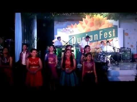 download lagu Isyana Sarasvati Ft. Voice Of Indonesia @Danamon Durian Fest gratis