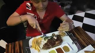 Cháy túi khi ăn bò bít tết tại nhà hàng Vân Sơn - Cơm quê Trường Giang Nhã Phương chào thua!