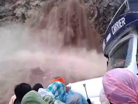 Uttarakhand Flood of June, 2013 - Live Landslide, Heavy Rain and Pilgrims Stuck on the way.