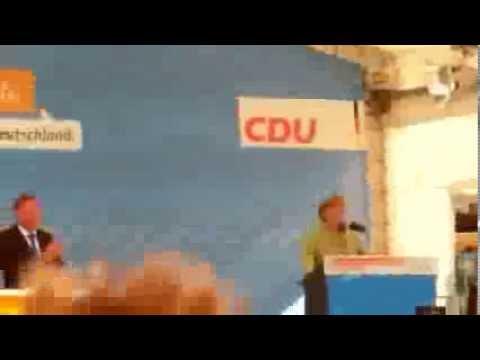Bürgerberg: Angela Merkel unterbricht ihre Rede wegen Bilderberg-Einruf