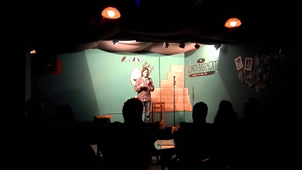 gil rosenberg stand up comedy in offthewall camedy basement