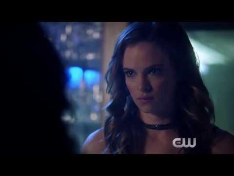 """The Flash"" Season 4 Premiere: Cisco Finds Caitlin thumbnail"