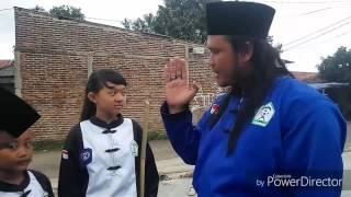 Tukan sosis menghajar 4 preman kampung hingga babak belur Film Beksi Sejagat bumi