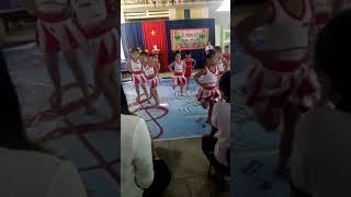 Bé múa trong lễ tổng kết