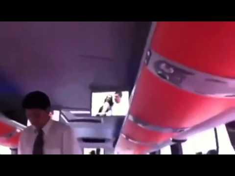 Otobüs Muavini Yanlışlıkla Porno Film Izletirse video
