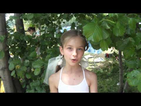 Девочка читает стихи про мальчиков-шашлычников