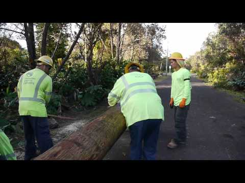 Hawaiian Electric crews join power restoration efforts...