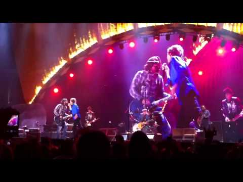 "The Rolling Stones w/Dave Grohl performing ""Bitch"" at Honda"