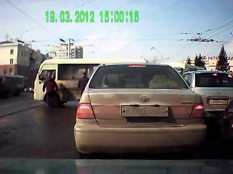Лбом врезался в микроавтобус. ДТП в Барнауле