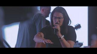 Download Lagu Surrounded ( Fight My Battles ) - UPPERROOM Gratis STAFABAND